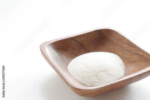 Photo White agar powder on wooden plate for cooking image