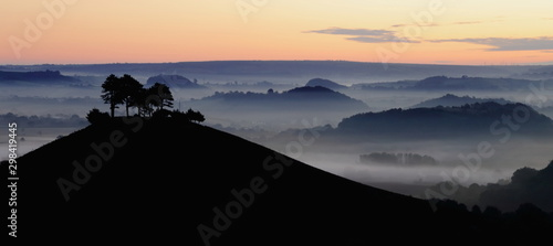 Misty morning over Collmer's Hill in the Dorset Area of Outstanding Natural Beauty (AONB) Fototapet