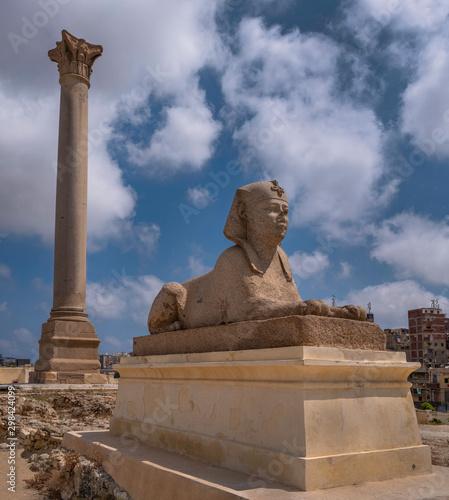 Photo Pompey's Pillar and Sphinx at Serapeum of Alexandria, Egypt