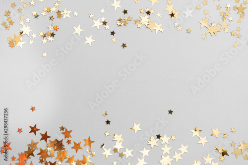 Carta da parati Abstract Christmas background with golden glitter over white board