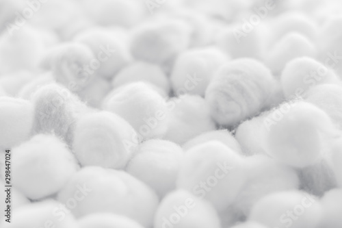 Photo Organic cotton balls background for morning routine, spa cosmetics, hygiene and