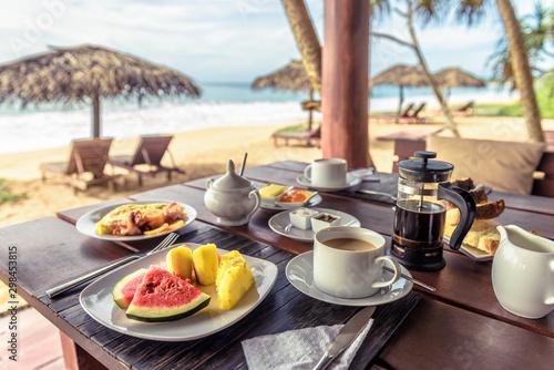Fotografiet  Breakfast on sea beach in Sri Lanka