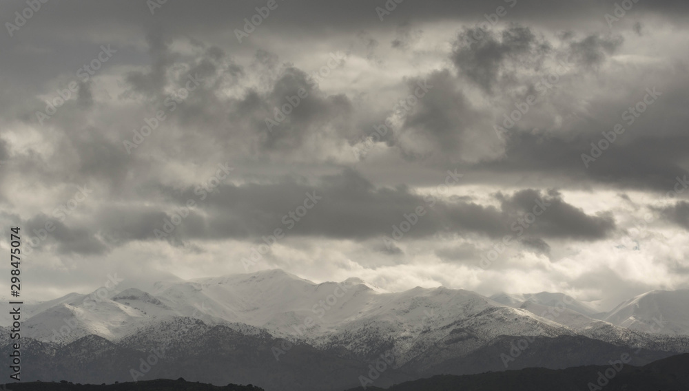 clouds over thε mountain