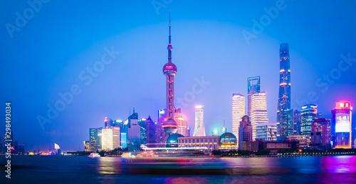 Montage in der Fensternische Shanghai SHANGHAI -8 SEPTEMBER 2019 : Shanghai skyline view river .Top Ten Shanghai Attractions in Shanghai.Shanghai,China city skyline on the River.