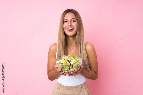 Fotografía Young blonde woman with salad over isolated background