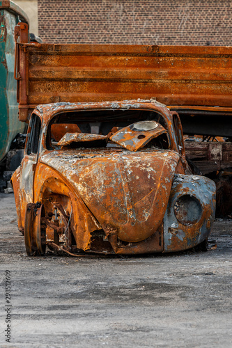 Fototapety, obrazy: rusted burnt out car wrecks