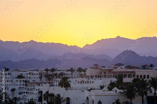 Poster Jaune de seuffre Resort hotels against the backdrop of the mountains during sunset, Sharm El Sheikh, Egypt