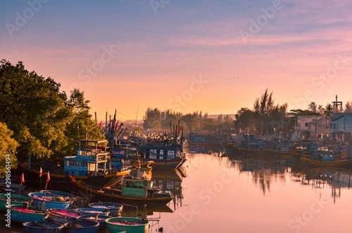 Montage in der Fensternische Lachs Fishing boats in harbor, Phan Thiet, Vietnam