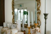 雑貨屋の商品と鏡