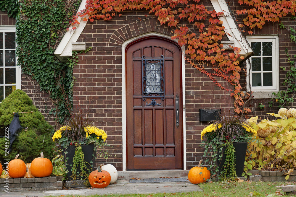 Fototapety, obrazy: front door of house with Halloween decorations and pumpkins