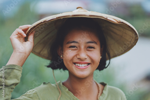 Obraz na plátně Portrait of Asian Beautiful Burmese girl farmer in Myanmar