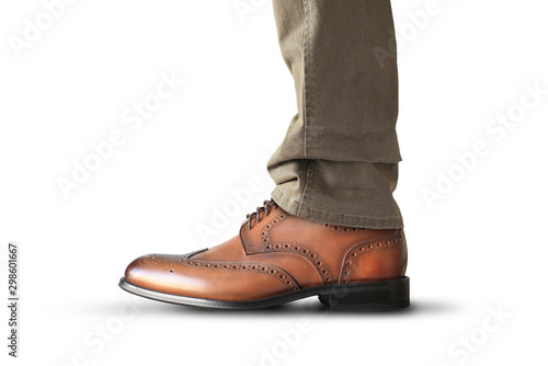Fotografía  A man stands in brown classic leather men's shoes