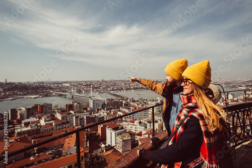young couple on the background of the panorama of Istanbul on sunny spring day Fototapet