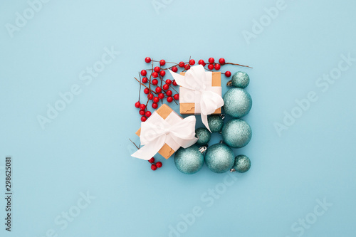 Photo Bonita composición navideña con tonos azul pastel