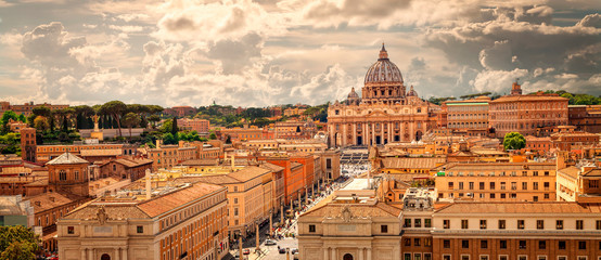 Obraz na Szkle Miasta Panoramic view of Rome with St Peter's Basilica in Vatican City, Italy. Skyline of Rome. Rome architecture and landmark, cityscape.