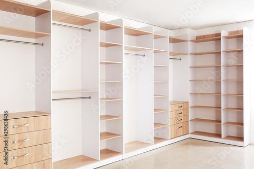 Foto Big empty wardrobe in dressing room