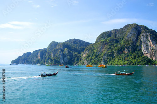 Photo Beautiful landscape of the harbor of Koh Phi Phi island, Krabi Province, Thailand