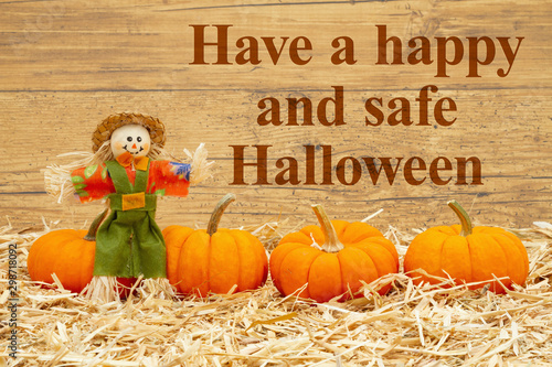 Autocollant pour porte Fleur Happy Halloween message with scarecrow and orange pumpkins on straw hay