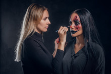 Talented Makeup Artist Is Crea...