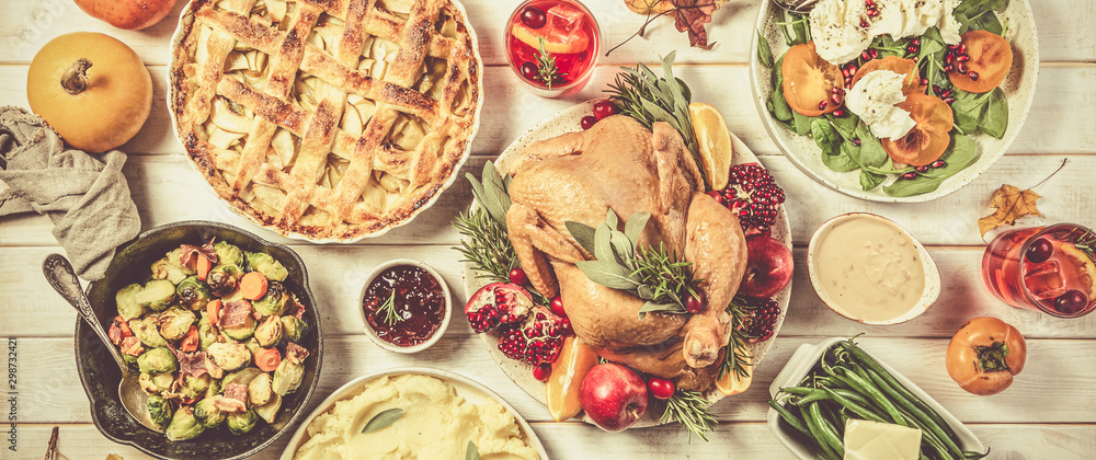 Fototapety, obrazy: Selection of traditional thanksgiving food - turkey, mashed patatoes, green beans, apple pie on rustic background, top view