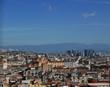 vista aerea della bella città di napoli con i tetti affollati