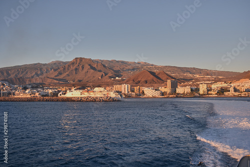 Foto op Plexiglas Poolcirkel waves generated by the ship sailing from the island of Tenerife