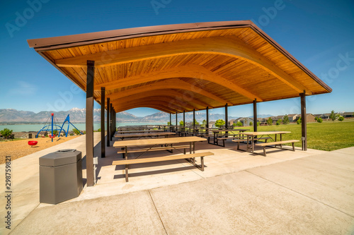 Stampa su Tela Pavilion at a park with view of lake and Timpanogos mountains on a sunny day