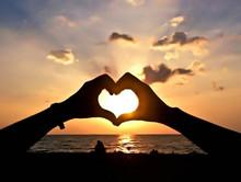 Silhouette Hand Heart Shape Pa...