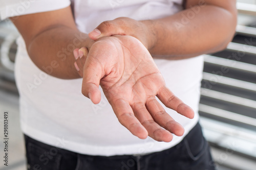 old senior man suffering from trigger finger, cps or carpal tunnel syndrome, gou Fototapete