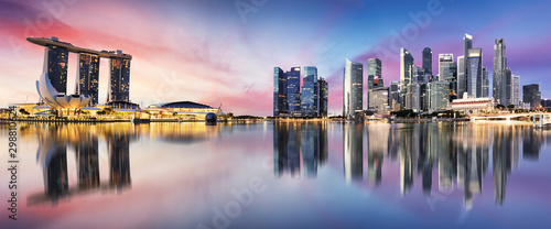 Canvas Print Singapore skyline at sunrise - panorama with reflection