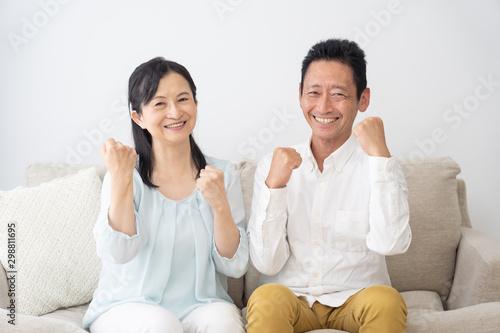 Obraz シニア夫婦 ガッツポーズ 健康 元気 - fototapety do salonu