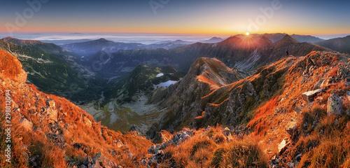 Foto auf Gartenposter Ziegel Panoramic Beautiful Carpathian mountains in autumn