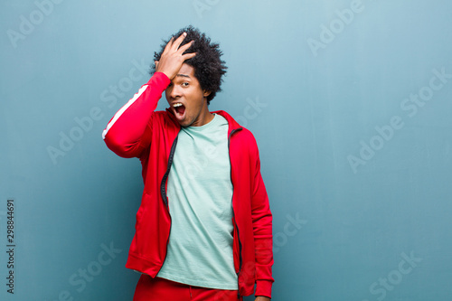 Obraz na plátně young black sports man raising palm to forehead thinking oops, after making a st