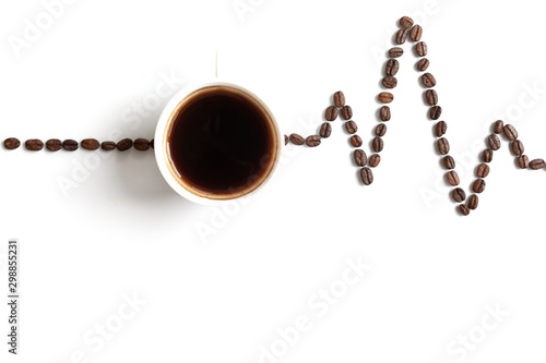 Photo Cardiogram painted with coffee beans and cup of coffee on white background