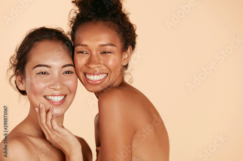Cadres-photo bureau Spa Beauty. Smiling women with perfect face skin and natural makeup portrait. Beautiful happy asian and african girl models with different types of skin on beige background. Spa skin care concept