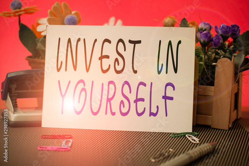 Fotografía  Conceptual hand writing showing Invest In Yourself