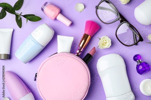 Photo Flat lay composition with natural female  deodorants on violet background