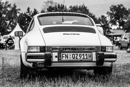 Foto Sports car Porsche 911 Carrera, 1976 on June 08, 2019 in Paaren in Glien by Berlin, Germany