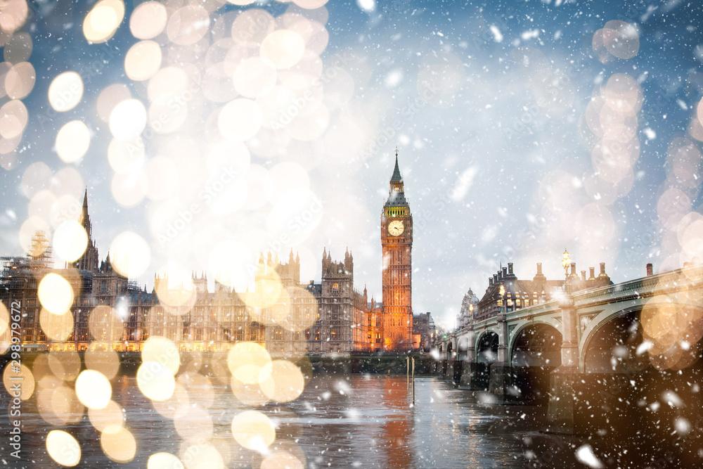 Fototapeta snowing in london - winter in the city