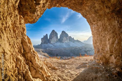 Montage in der Fensternische Alpen Tre cime de lavaredo in Italian Alps