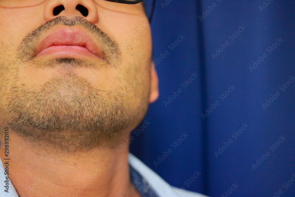Fototapeta 無精髭を生やしたアジア人学生