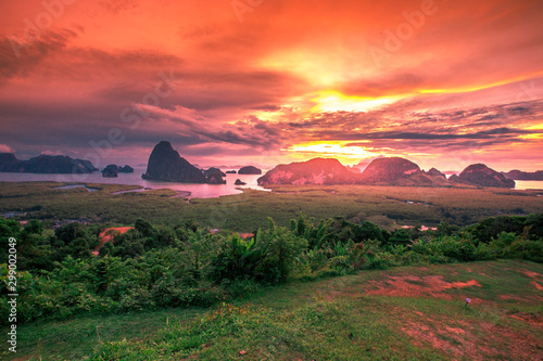 Poster Corail Panoramic nature background (mountains, sea, trees, twilight lights in the sky, waterfront communities), naturally blurred through the wind, seen on tourist spots or scenic spots