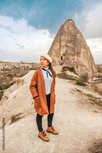 Obraz na plátně  Travel woman with Landscape of Goreme fairy chimneys , Cappadocia