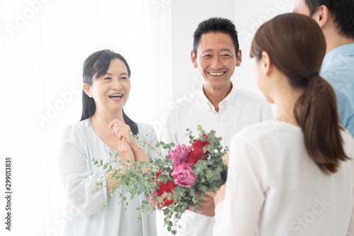 家族 ファミリー 花束 お祝い Fototapete