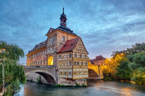 Tuinposter Oude gebouw The famous Old Town Hall of Bamberg in Bavaria, Germany at dawn