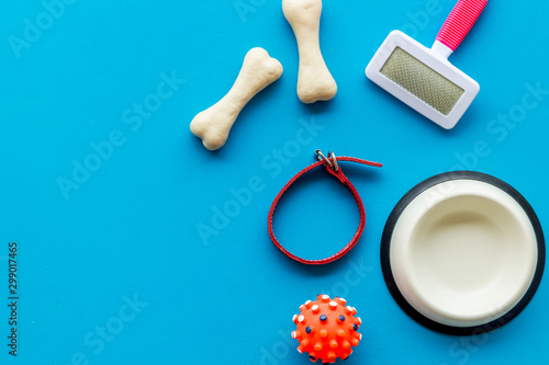 Set of treats and toys for pets with bones, collar and bowl on blue background t Fototapete