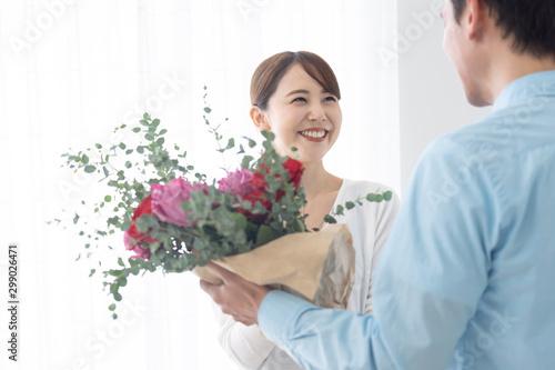 夫婦 カップル 花束 記念日 Fototapet