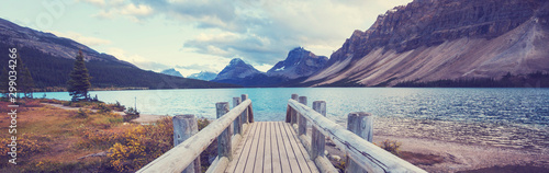 Spoed Foto op Canvas Aubergine Lake in Canada