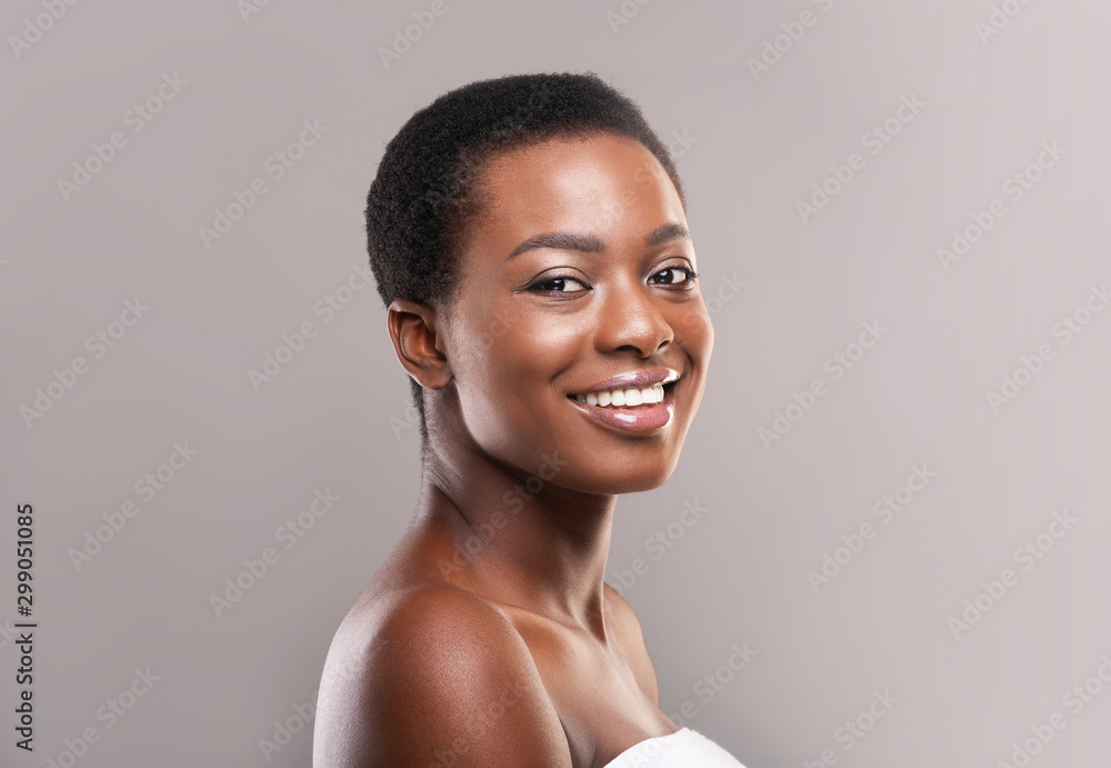 Fototapety, obrazy: Portrait of attractive black woman with short hair