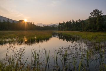 Jezioro Bajkał. Letni świt nad rzeką Ayaya